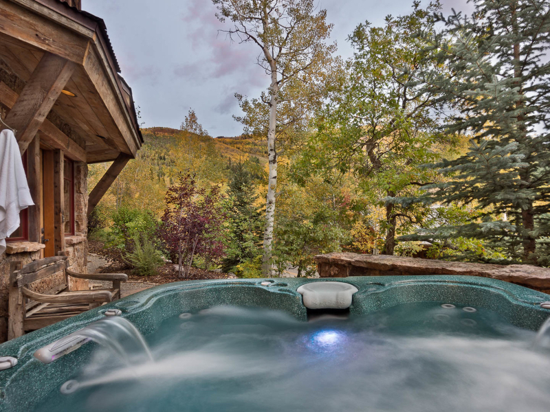 Private Hot Tub | Moving Mountains